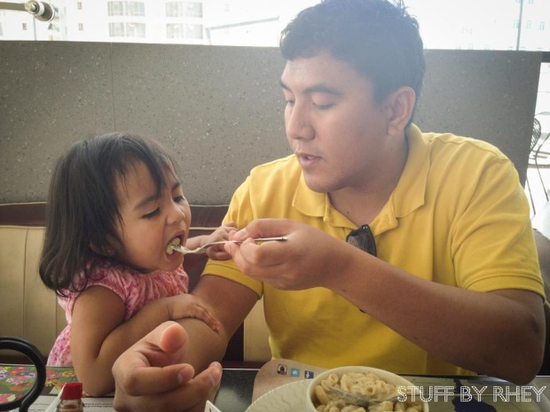 Chubby Hubby feeding Aria some of her Baked Chicken Macaroni from Roger's Diner
