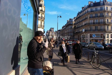 Strolling along the Rue De Rivoli