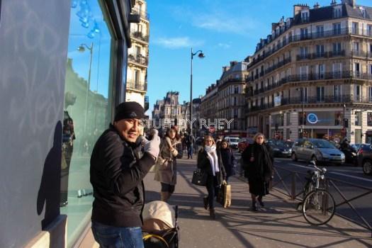 Strolling along the Rue De Rivoli